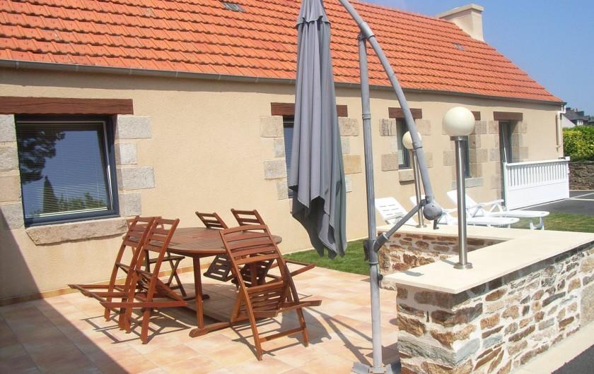 Location de vacances - Maison - Villa à Lanmeur - vue terrasse et portail