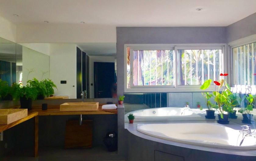 Location de vacances - Villa à Saint-Pierre - Salle de bains avec baignoire d'angle