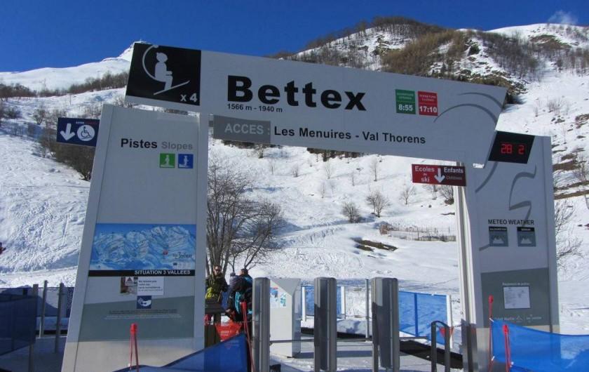 Location de vacances - Chalet à Les Menuires - Chalets-Lacuzon-départ-du télésiège- à-150m-du-chalet