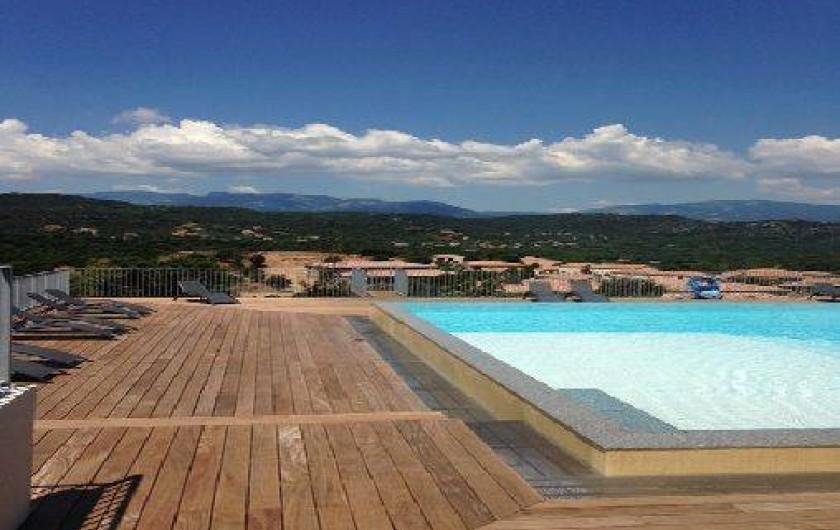 Location de vacances - Villa à Porto-Vecchio - Notre piscine à débordement, moins de 100 mètres, gratuite, vue sur Santa Guilia