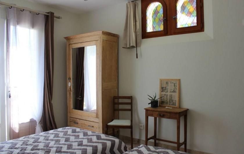 Location de vacances - Chambre d'hôtes à Bajamont - chambre N°2 rez de jardin 2 lits 90  ou 180