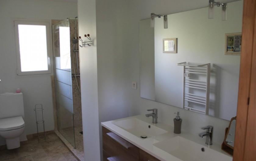 Location de vacances - Chambre d'hôtes à Bajamont - salle  d'eau chambre N°3