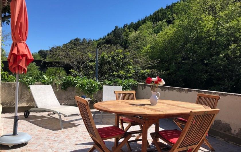 Location de vacances - Gîte à Saint-Jean-de-Valériscle - Gîte La Grande Bleue, coin repas