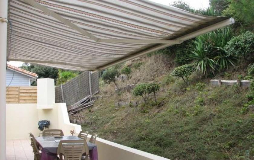 Location de vacances - Villa à Saint-Michel-Chef-Chef - terrasse arrière banne électrique, salon de jardin, transats, barbec