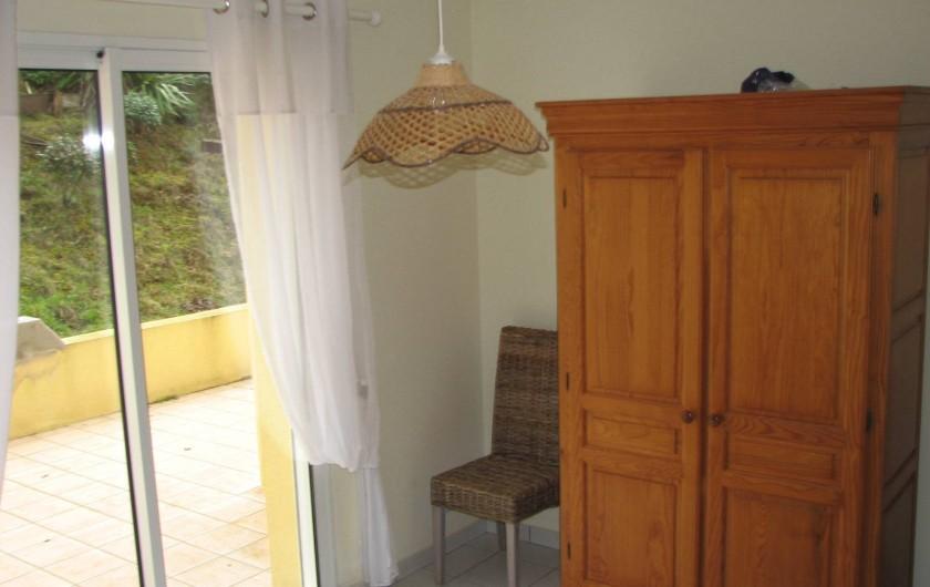 Location de vacances - Villa à Saint-Michel-Chef-Chef - chambre1 avec porte fenêtre ouvrant sur la terrasse côté dune