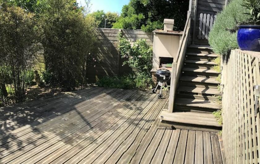 Location de vacances - Maison - Villa à Saint-Pair-sur-Mer - Plusieurs terrasses. Barbecue disponible.