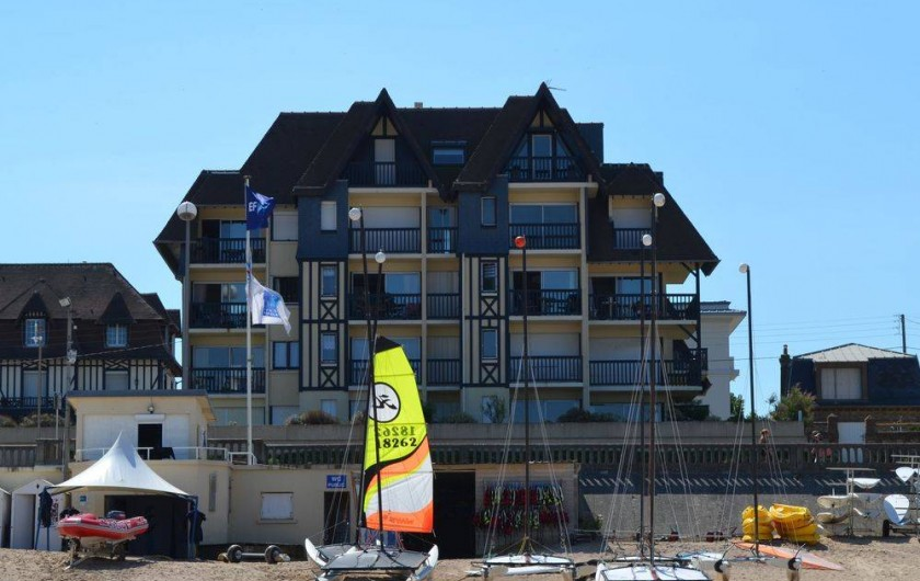 Location de vacances - Appartement à Cabourg - appartement direct vue mer face au club de voile