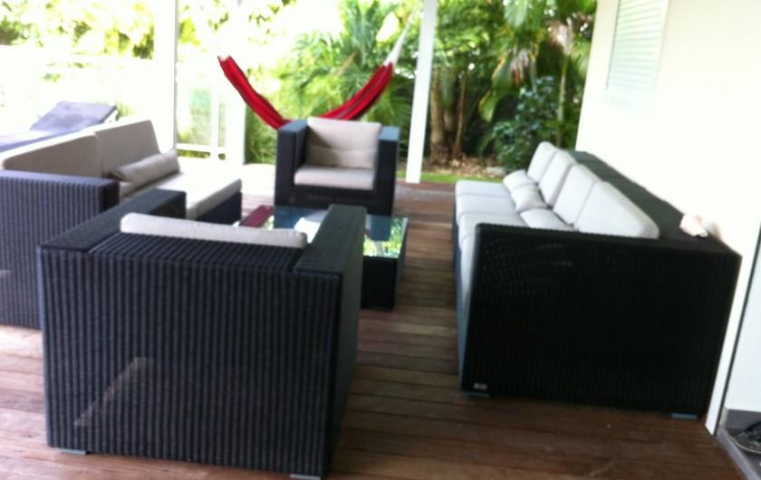 Location de vacances - Villa à Saint-François - salon extérieure sous terrasse couverte