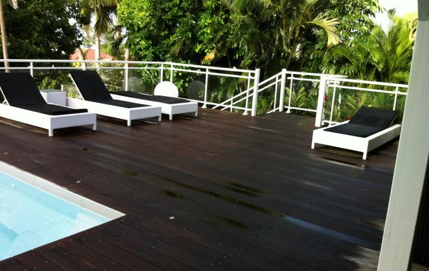 Location de vacances - Villa à Saint-François - transats terrasse decouverte