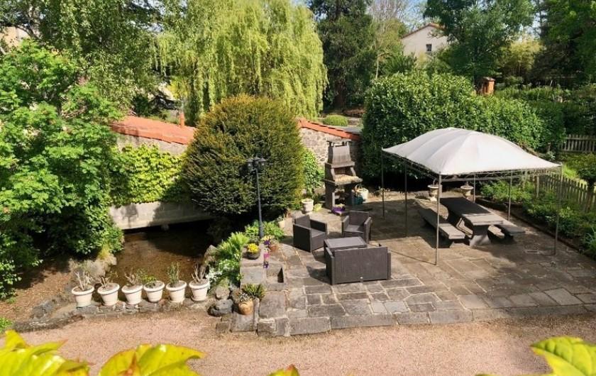 Location de vacances - Gîte à Malauzat - Terrasse en Pierre de Volvic
