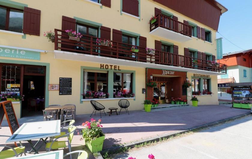 Location de vacances - Hôtel - Auberge à Lanslebourg-Mont-Cenis - L'Alpazur est un complexe multi-commerces à Val Cenis.