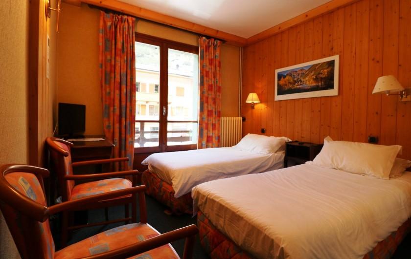 Location de vacances - Hôtel - Auberge à Lanslebourg-Mont-Cenis - L'Alpazur dispose de chambres twin, double, triple et quadruple.