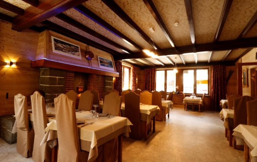 Location de vacances - Hôtel - Auberge à Lanslebourg-Mont-Cenis - L'Alpazur dispose d'un restaurant et d'une crêperie pour vous restaurer.