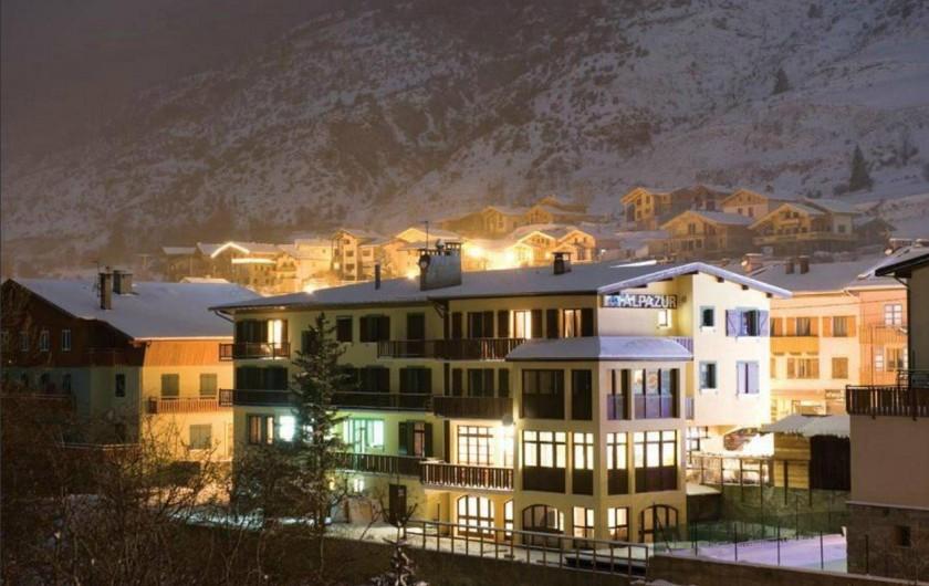 Location de vacances - Hôtel - Auberge à Lanslebourg-Mont-Cenis - L'Alpazur est ouvert toute l'année.