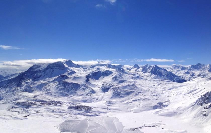 Location de vacances - Hôtel - Auberge à Lanslebourg-Mont-Cenis - L'hiver, le Lac du Mont Cenis à Val Cenis révèle des paysages majestueux !