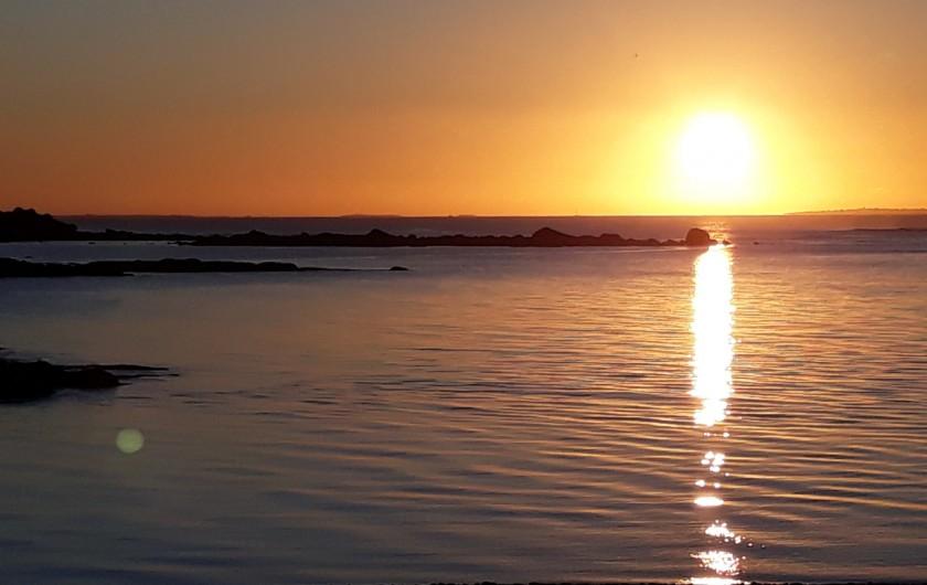 Location de vacances - Gîte à Brélès - Coucher de soleil sur l'aber Ildut à 10mn du gîte..
