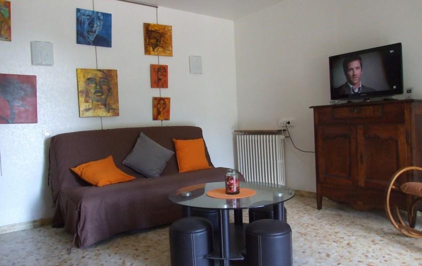 Location de vacances - Appartement à Carry-le-Rouet - Salon avec coin télé et WIFI