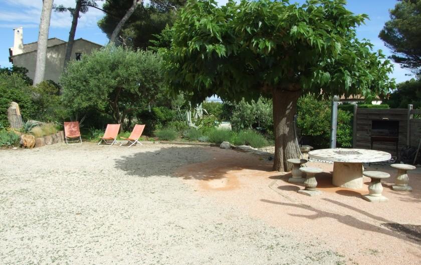 Location de vacances - Appartement à Carry-le-Rouet - jeu de boules et coin repas