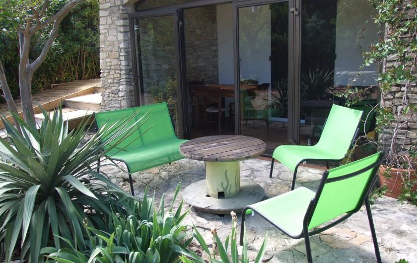 Location de vacances - Appartement à Carry-le-Rouet - terrasse avec salon de jardin