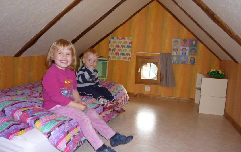 Location de vacances - Chambre d'hôtes à Saint-Martin-Cantalès - Coin enfant dans la chambre Gentiane