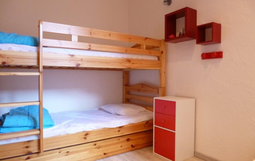 Location de vacances - Appartement à Berck - Canapé d'angle en cuir coffre rangement du couchage