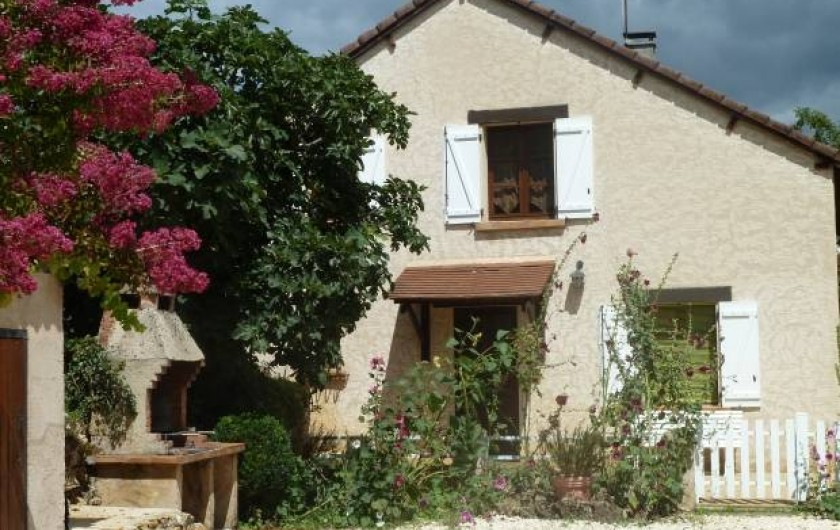 Location de vacances - Gîte à Terrasson-Lavilledieu - FACADE - BARBECUE