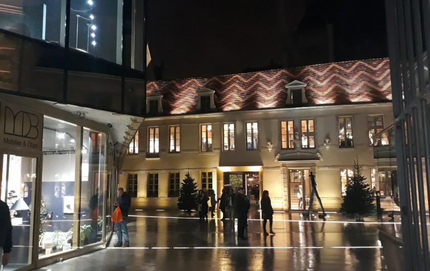 Location de vacances - Appartement à Dijon - Dijon by night : cour du Bareuzai