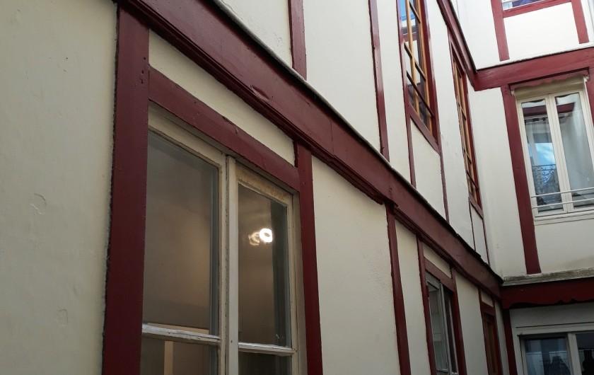 Location de vacances - Appartement à Dijon - Cour intérieure typique bourguignonne