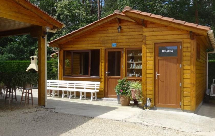 Location de vacances - Gîte à Auriac-du-Périgord - Accueil et Place de l'Apéro