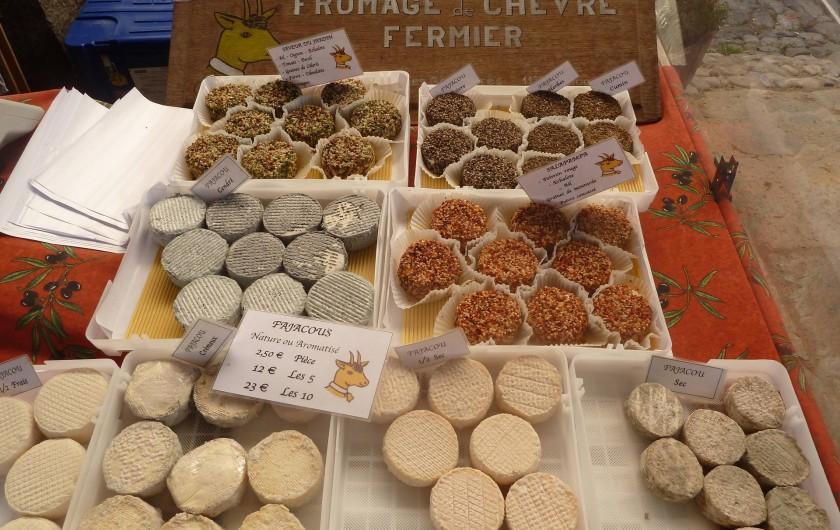 Location de vacances - Appartement à Lagrasse - Sélection de fromages de chèvres du marché du samedi à Lagrasse