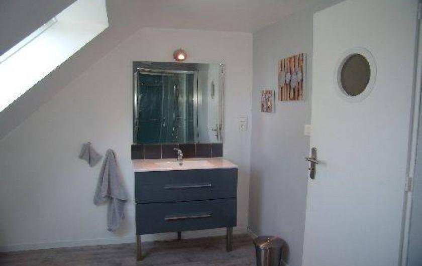 Location de vacances - Gîte à Plonéour-Lanvern - La salle d'eau à l'étage