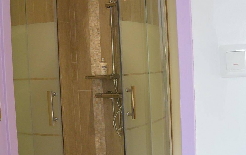 Location de vacances - Chambre d'hôtes à Les Iffs - la salle de bain de la chambre charlotte