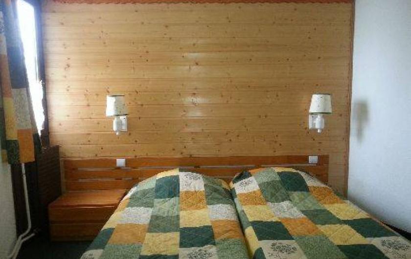 Location de vacances - Appartement à Les Menuires - Chambre : lits accolés