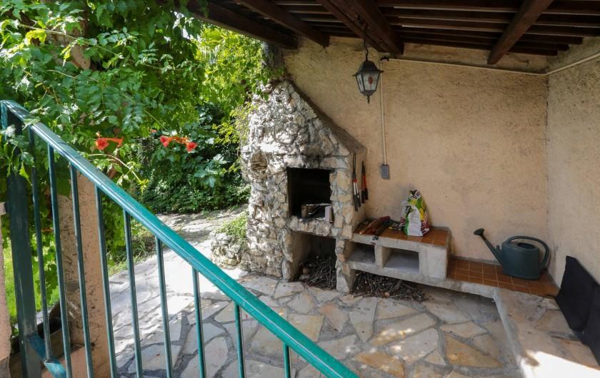 Location de vacances - Villa à Forcalquier - Barbecue dans le jardin