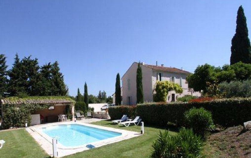 Location de vacances - Mas à Saint-Rémy-de-Provence - Piscine sécuriser pool house aménage pour pouvoir déjeuner ou diner