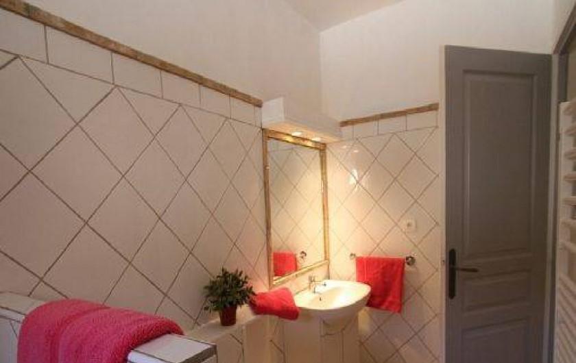 Location de vacances - Mas à Saint-Rémy-de-Provence - Salle d'eau du rez de jardin