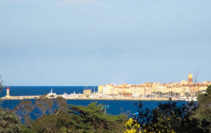 Location de vacances - Appartement à Gassin - Vue panoramique depuis les baies vitrées