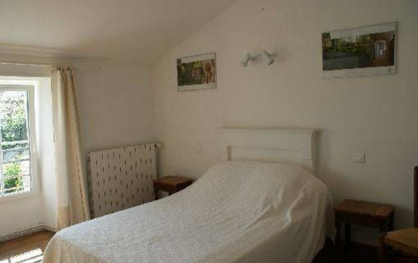 Location de vacances - Gîte à Surgères - Chambre 3 à l'étage avec salle d'eau privative