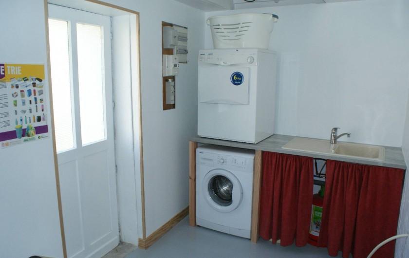 Location de vacances - Gîte à Surgères - Buanderie avec lave-linge et sèche-linge