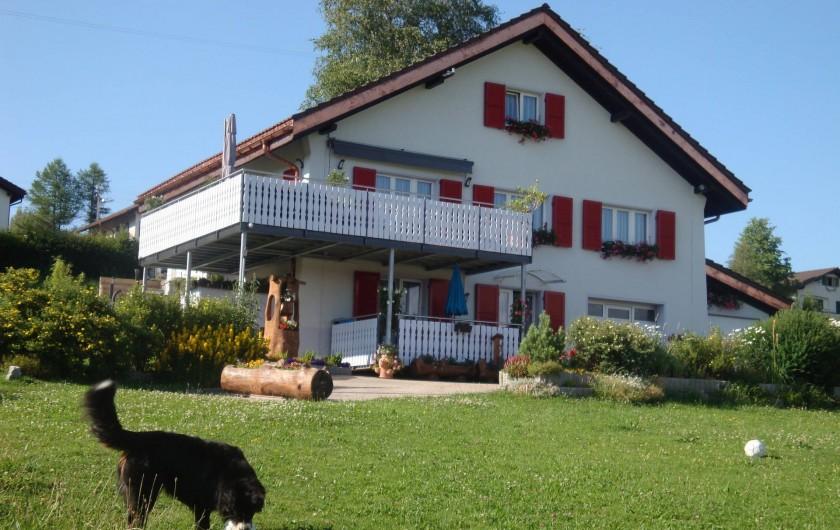 Location de vacances - Appartement à Les Breuleux - notre maison en été