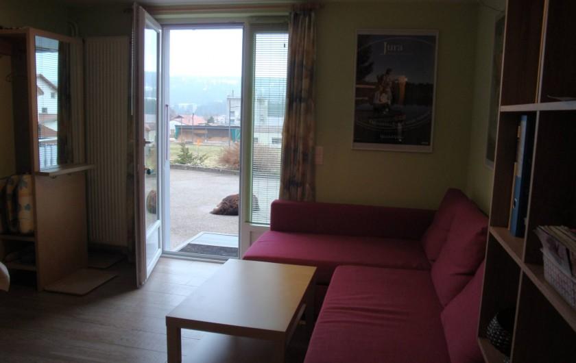 Location de vacances - Appartement à Les Breuleux - séjour avec vue extérieure