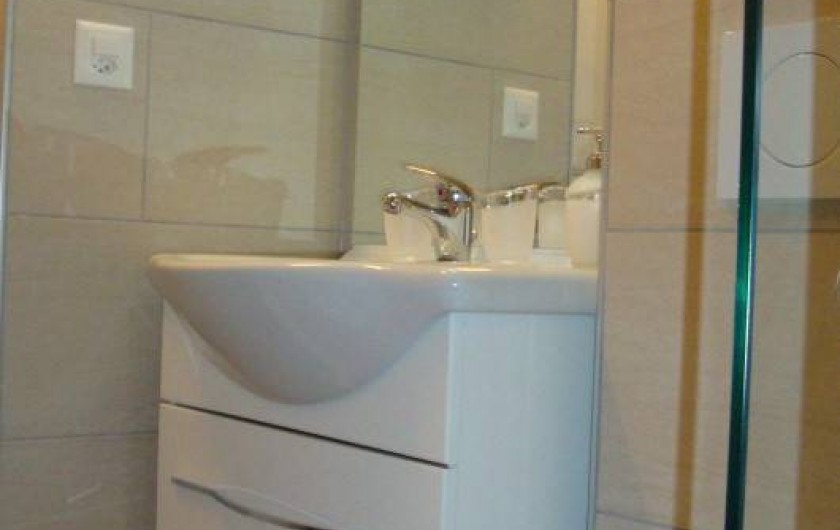 Location de vacances - Appartement à Les Breuleux - salle de douche
