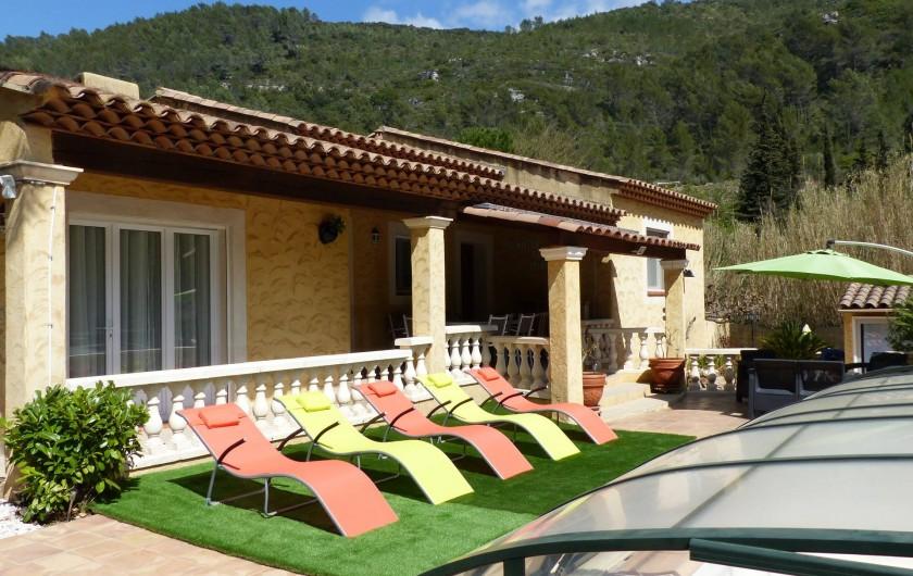 Location de vacances - Villa à Solliès-Toucas - LE STUDIO VU DE LA TERRASSE.