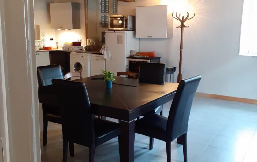 Location de vacances - Appartement à Roussillon-en-Morvan - Salle à manger, cuisine