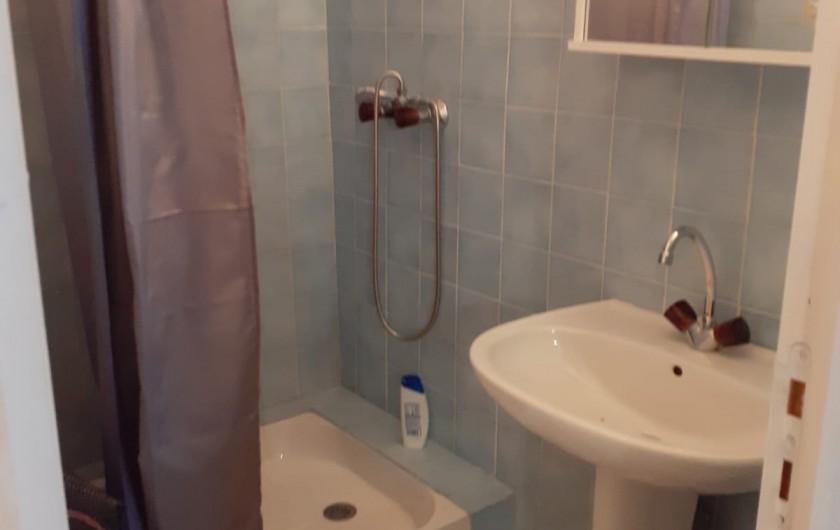 Location de vacances - Appartement à Roussillon-en-Morvan - Salle de douche