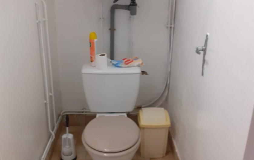 Location de vacances - Appartement à Roussillon-en-Morvan - Toilettes