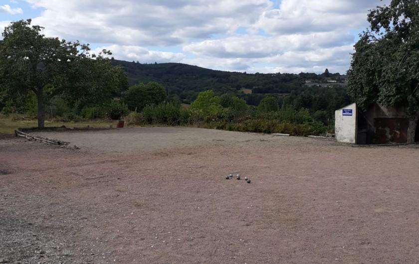 Location de vacances - Appartement à Roussillon-en-Morvan - Terrain de jeux Basket Pétanque Ping pong