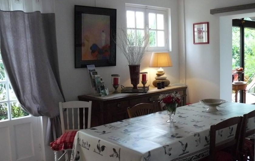 Location de vacances - Villa à Arsac - Une salle à manger pour 10 personnes facile !!