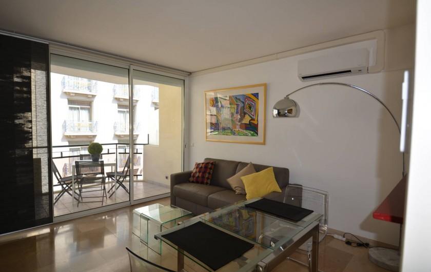 Location de vacances - Appartement à Cannes - Salon avec terrasse 7 m2