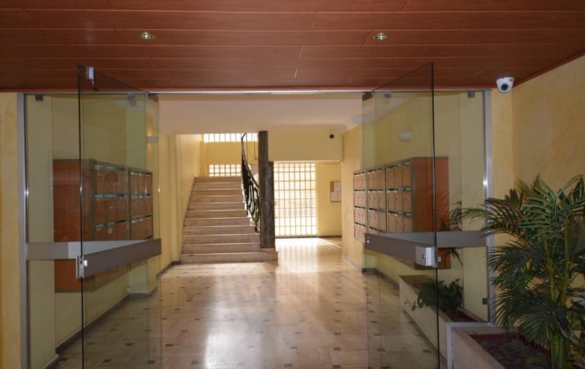 Location de vacances - Appartement à Cannes - Hall de l'Immeuble de caractère , pur 1960